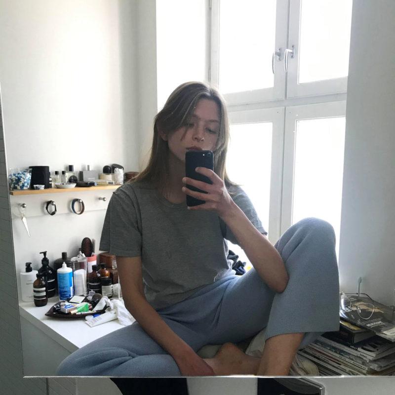 Selfie av Emma Aars på badet